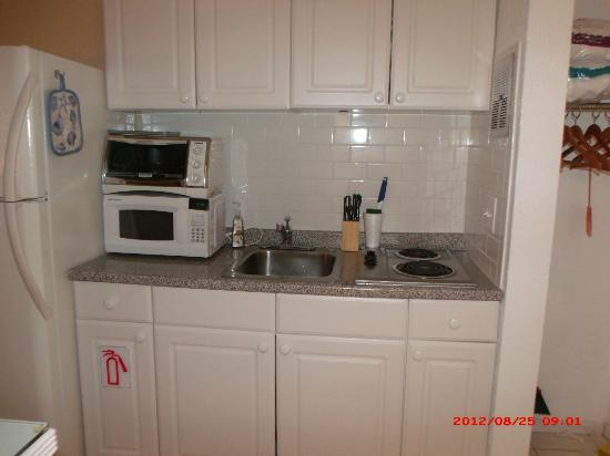 Hamilton House Condominiums: Kitchen w/ Convection oven- what a great item to have! It is also fully loaded with supplies
