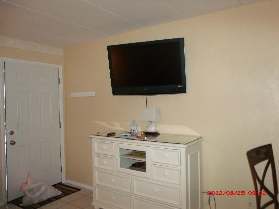 Hamilton House Condominiums: Large Screen TV- Great Drawer space in cabinet
