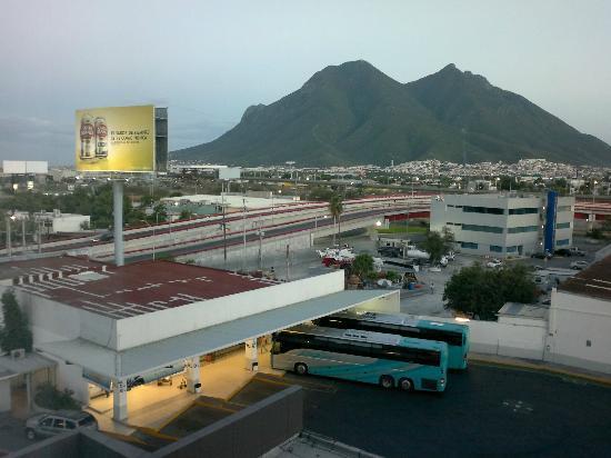 Fiesta Inn Monterrey Fundidora: desde la alberca (terraza)