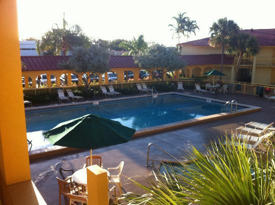 La Quinta Inn Ft. Lauderdale Northeast: La piscine au petit matin