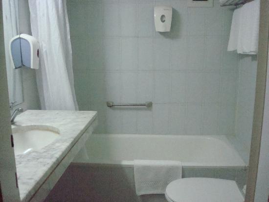 Frank Hotel: bathroom