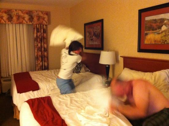Holiday Inn Express Suites Airdrie : great place for a pillow fight! ;)
