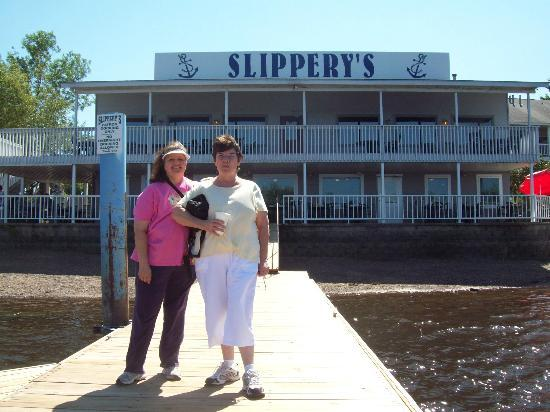 Slippery's Tavern and Restaurant : Happy customer's :)