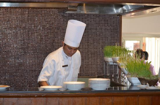 คลับ มหินทรา ดาร์บี กรีน: Dining area