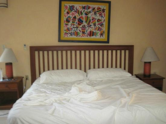 Casa Quetzal: my very comfortable bed