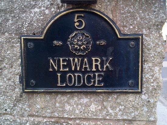Newark Lodge Guest House: Street plaque