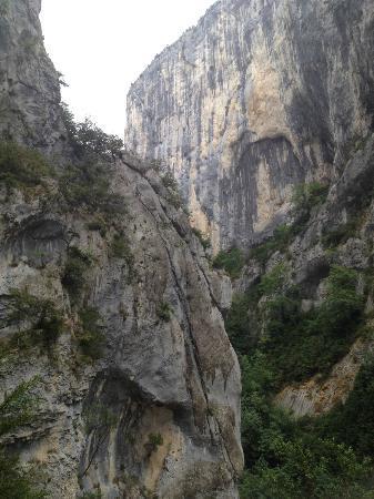 Sentier Martel : Deep in the gorge