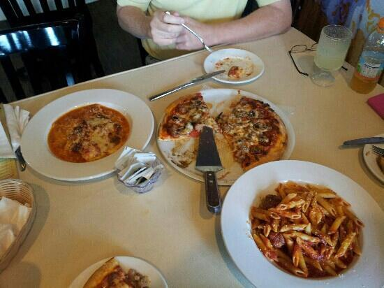 Giuseppe's Pizza: OMG the Pizza! The Lasagna, Penne Arrabiata with the Meatballs Mama Mia!!!