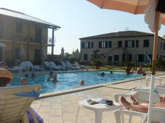 Residence Casale del Conero: Casale Del Conero zona piscina