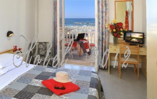 Hotel Cevoli Cattolica: Seaview Room