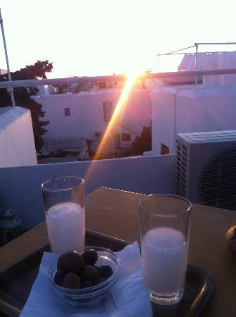 Arian Hotel: Ouzo on the roof!