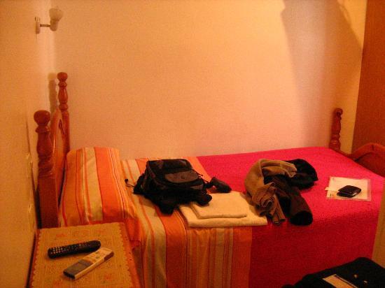Hostal Casa Bueno: O quarto