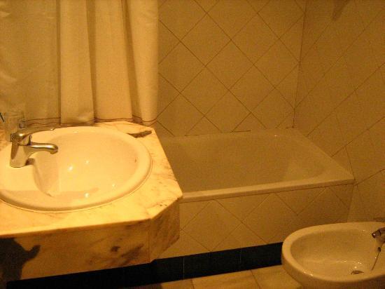 Hotel GIT Casablanca: Banheiro