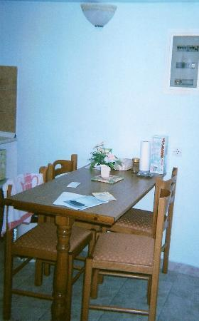 Alexis Apartments: Dining area