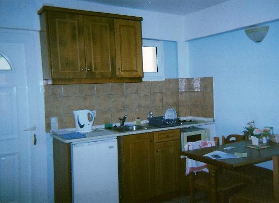 Alexis Apartments: Kitchen