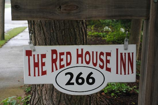 The Red House Inn Brevard: The sign near the street with the address.