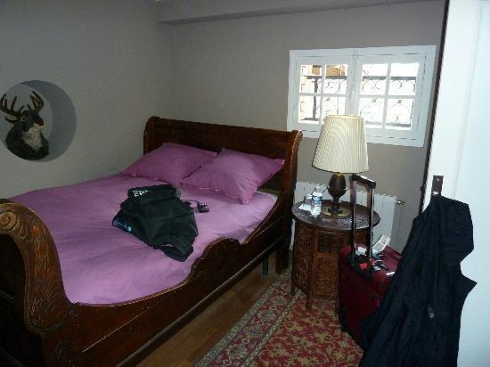 La Clepsydre : smaller room in the L'Oliver suite