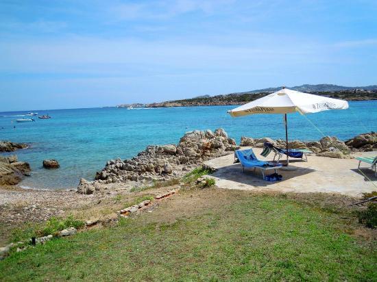 B&B Cala Peticchia: La spiaggia privata del B&B - ombrelloni e sdraio gratuite