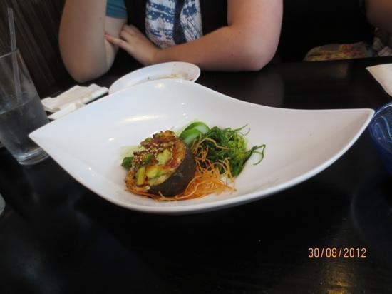 Sashimi salad bild fr n samurai asian fusion cuisine for Asian fusion cuisine and sushi bar