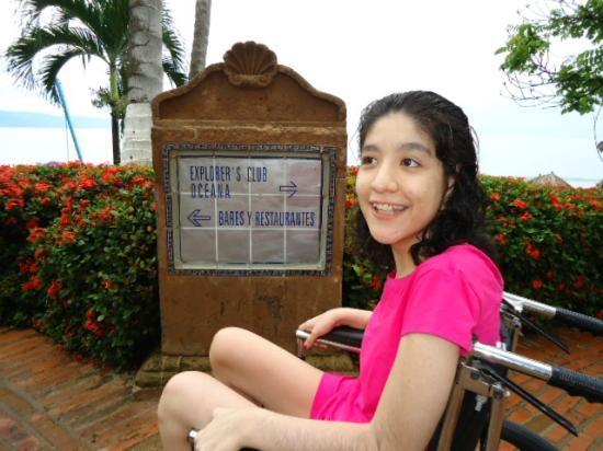 Hyatt Ziva Puerto Vallarta: Marianna, en los pasillos del hotel