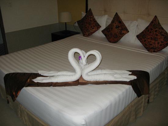 Coolabah Hotel: Nice bedding arrangement