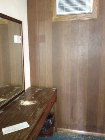 Pine Burr Inn: dirty