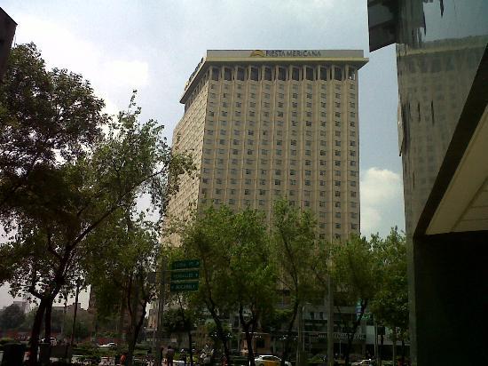 Fiesta Americana Reforma: Vista frontal del hotel
