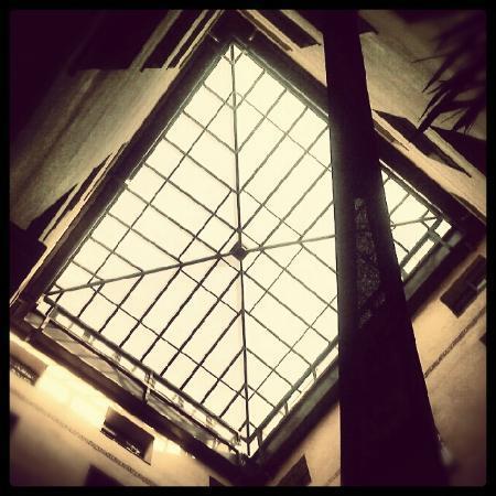โรงแรมคาสตาโลเนียปูเอตาเดลโซล: Alzado del patio interior