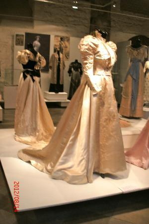 Museum of Decorative Art and Design: Art Nouveau wedding gown (temporary exhibit)