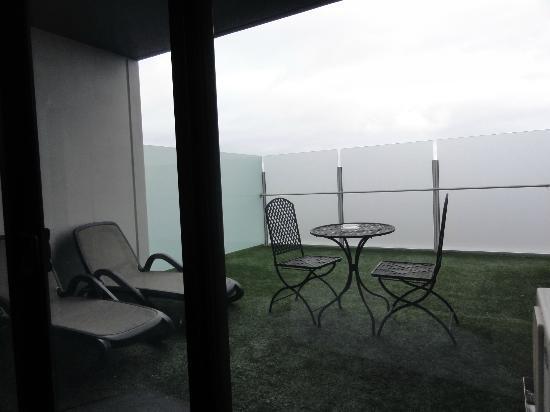بونت هيل ساوث يارا جراند: Big balcony 