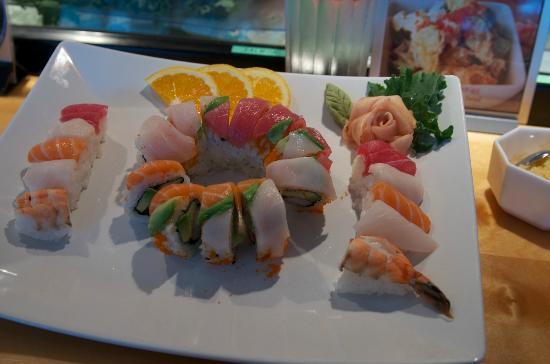 Banzai Sushi & Thai Restaurant : rainbow roll with chefs choice sushi