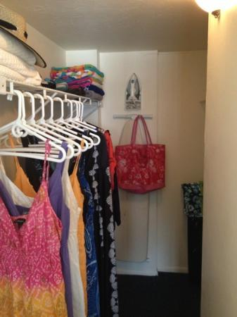 Windward Passage Resort: fabulous walk in closet.