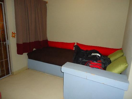 Red Ivory Backpackers : Pillow Bed!