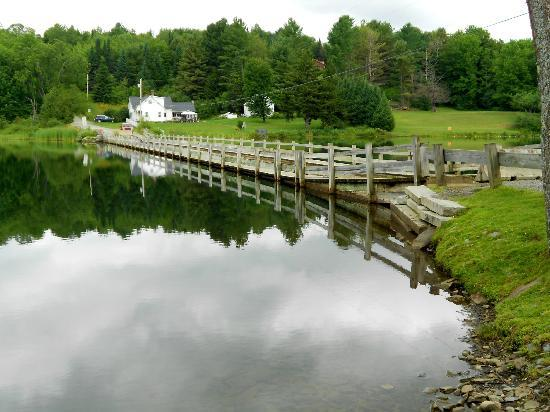 Green Trails Inn: Floating Bridge view from Fork Shop