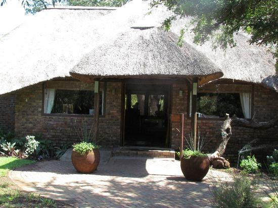 Ngwenya Lodge: Front desk