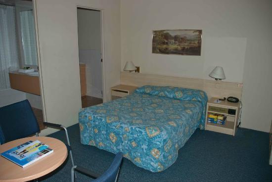 โรงแรมเดอเวียร์: Spacious Devere Hotel room
