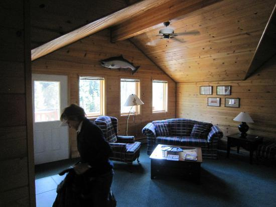 Alaska Kenai River Raven: Upstairs