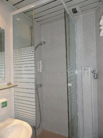 Corail Hotel: Bathroom 1