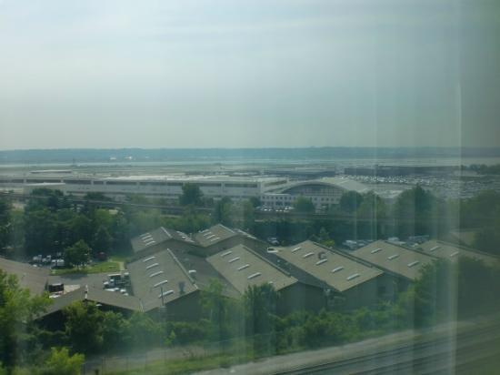 Renaissance Arlington Capital View Hotel: Airport view