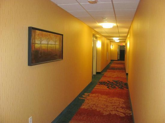Residence Inn Dallas Plano/The Colony: Hallway outside of room