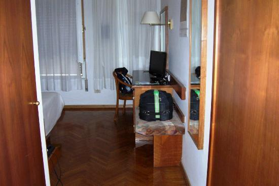 Hotel Adria: Looking into the Room