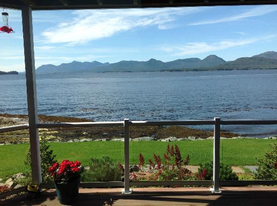 Anchor Inn by the Sea: Excellent ocean and mountain views.