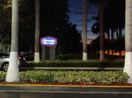 Night view of the outside sign - Hampton Inn & Suites Miami-Doral/Dolphin Mall