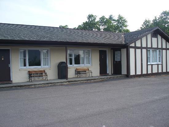 Howe Caverns Motel: Outside view of Howe Cavern Motel