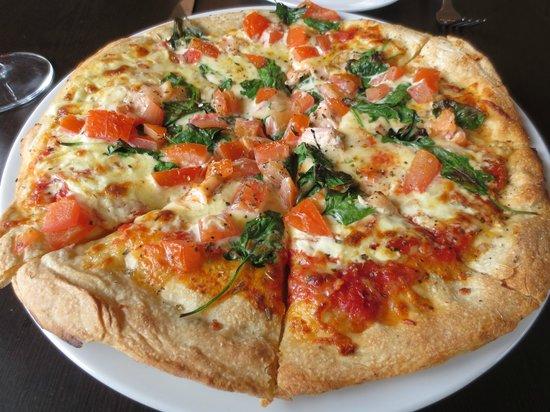 Molo Restaurant: Salmone pizza