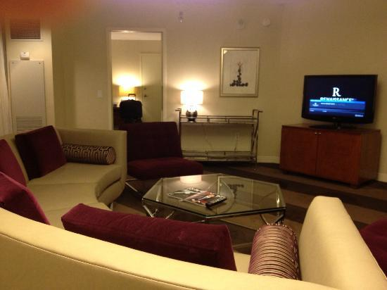 Renaissance Las Vegas Hotel: Living room