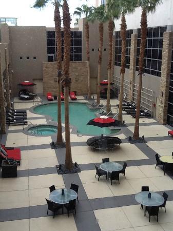 Renaissance Las Vegas Hotel: Pool