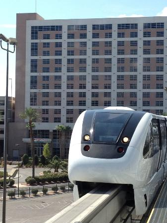 Renaissance Las Vegas Hotel: Monorail station
