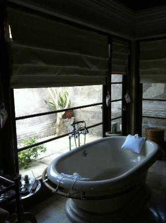 Standalone Bathtub Next To Outdoor Shower Picture Of Four Seasons