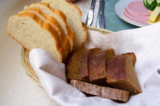 Polesye Hotel : 朝食 パン